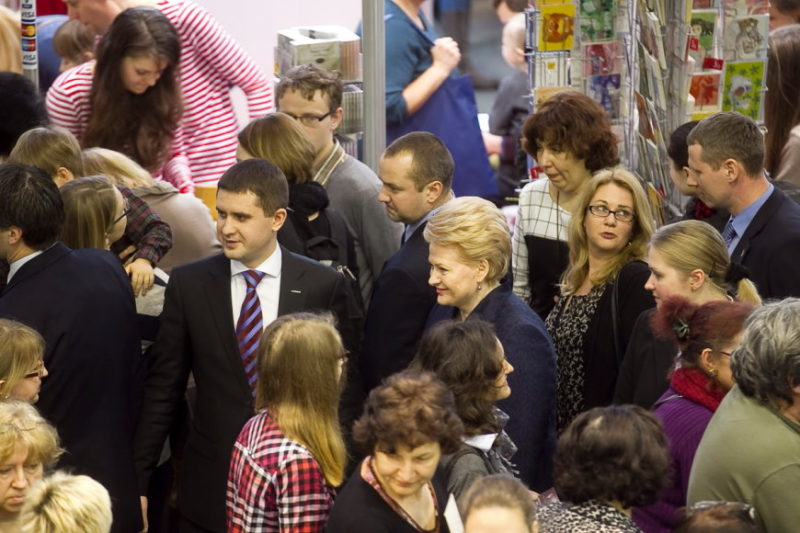 """Prezidentė Dalia Grybauskaitė Knygų mugėje: """"Lietuva myli knygą ir gimtąją kalbą"""""""