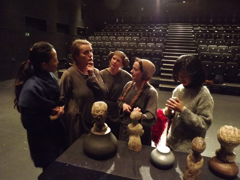 Teatro ekspertai iš Kinijos tyrinės Lietuvos scenos menų panoramą