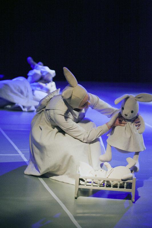 """Klaipėdiečių spektaklis """"Baltoji lopšinė"""" – festivalyje Pekine"""