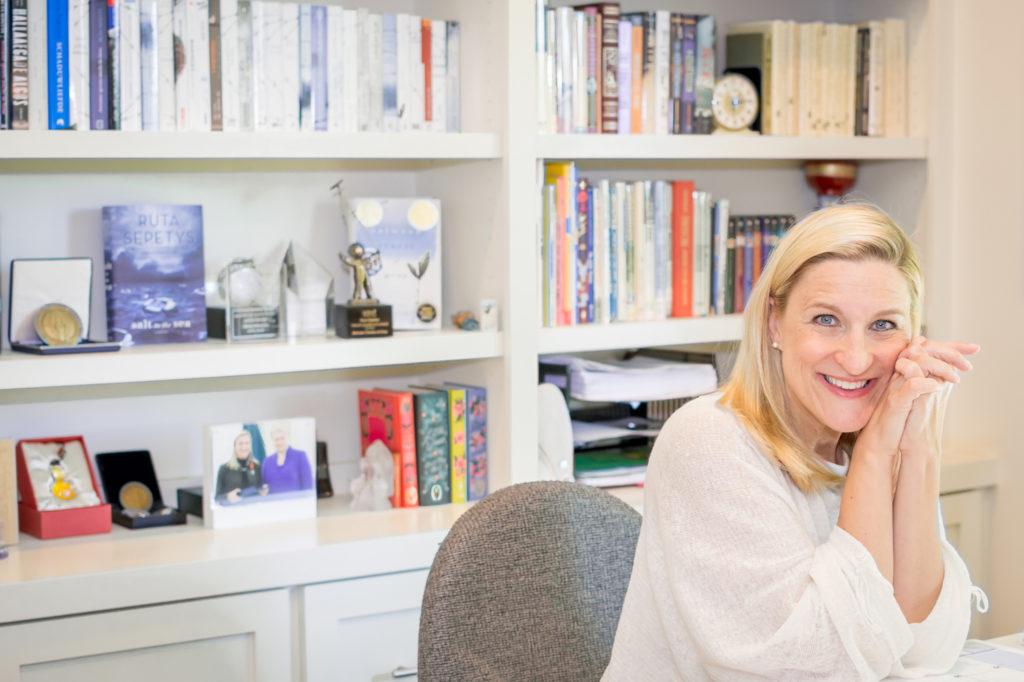 Rašytoja Ruta Sepetys dalyvauja įtakingiausiame Jungtinės Karalystės literatūros ir meno festivalyje