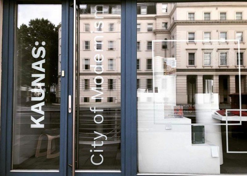 Galerija Londone pristato Kauno modernizmui skirtų leidinių parodą