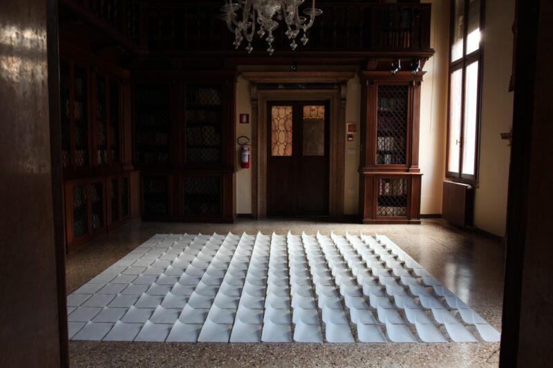 """Dalios Truskaitės instaliacija """"Nepasakyti"""" pristatyta festivalyje """"Venecijos stiklo savaitė"""""""