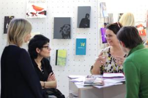 LT stendas susitikimas su Frankfurto knygu muges atstove. LKI direktore Ausrine Zilinskiene LRKM KI skyriaus patareja Rasa Balcikonyte LLA astovas