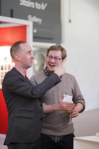 LT stendas susitiko Writers Centre Norwich programu vadovas Jonathan Morley ir vertejas Jayde Will