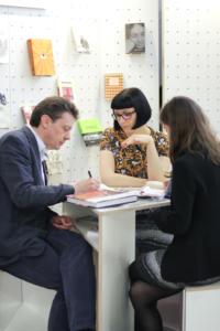 LT stendas vyksta darbas LKIprojektu vadove Ruta Nanartaviciute susitinka su