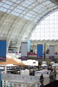 Londono knygu muge vyksta istorianiuose Olimpijos parodu rumuose Kensingtone